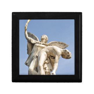 Arkitektoniskt specificera av statyn i Berlin, Presentskrin