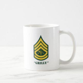 Armén grillar sergeanten kaffemugg