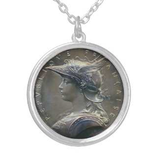 Art nouveaufranskmedaljong halsband med rund hängsmycke
