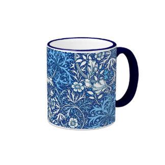 Art nouveausjögräsblommigt, koboltblått och vit ringer mugg