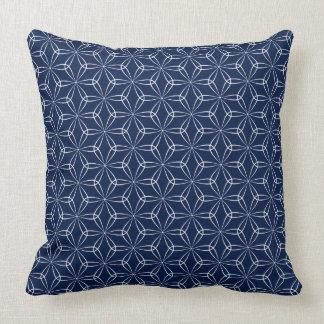 Asanoha stil 02 - vit på Dk-blått 001744 Kudde