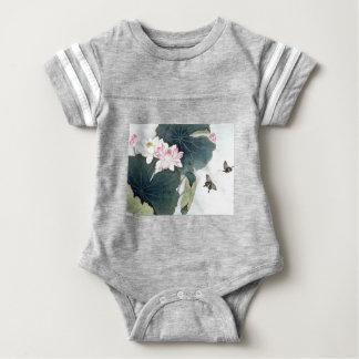 Asiatisk coola för konst för fjäril för blomma för t-shirt