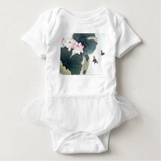 Asiatisk coola för konst för fjäril för blomma för tee shirts