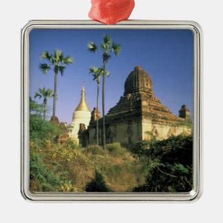 Asien Myanmar, Bagan. Kubyauk-Gyi Temple. Julgransprydnad Metall