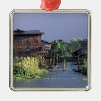 Asien Myanmar, Inle sjö. En flyta by på Julgransprydnad Metall