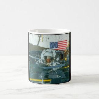 Astronaut. (astronaut; flag_Space Kaffemugg