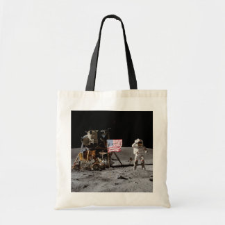 Astronautet saluterar flagga - Apollo 16 Tygkasse