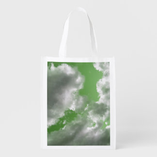 Återvinningsbara gröna himmlar hänger lös återanvändbar påse