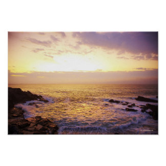 Atlantic Ocean på soluppgången, beskådar från Poster
