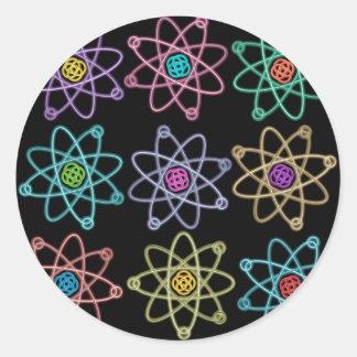 Atom- strukturera mönster runt klistermärke