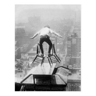 Att balansera för Rooftop agerar, 1910 Vykort