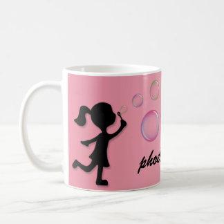 Att blåsa bubblar - den rosa personlig mugg