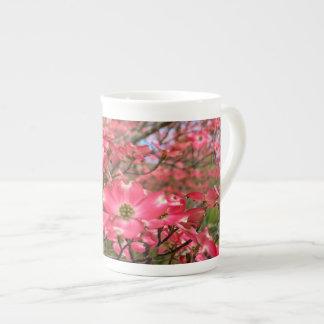 Att drömma av rosa Dogwood blommar i vår! Tekopp