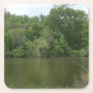 Att fiska postar att vila framme av en sjö underlägg papper kvadrat