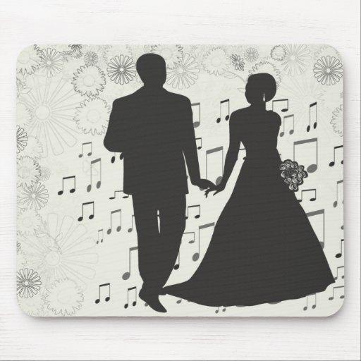 Att gifta sig kopplar ihop den konstnärliga musmatta