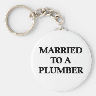 Att gifta sig till en rörmokare rund nyckelring