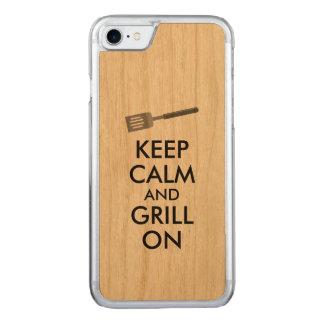 Att grilla behållalugn och grillar på carved iPhone 7 skal