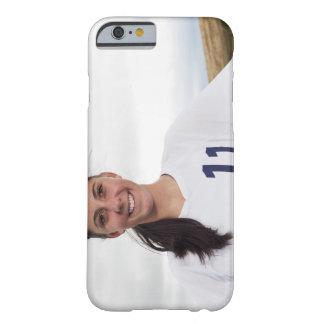 att le tonåring flickafotbollspelare med barely there iPhone 6 skal