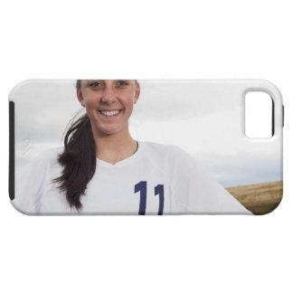 att le tonåring flickafotbollspelare med iPhone 5 fodraler