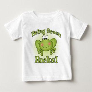 Att vara grönt vaggar t-skjortan t-shirt