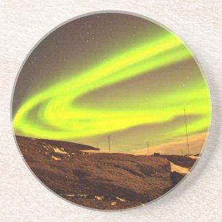 Aurora tänder härligt naturlandskap underlägg sandsten