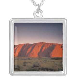 Australien Uluru nationalpark. Uluru eller Silverpläterat Halsband