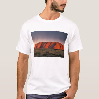Australien Uluru nationalpark. Uluru eller T-shirt