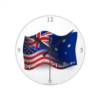 Australier-Amerikan som vinkar flagga Medium Rund Klocka