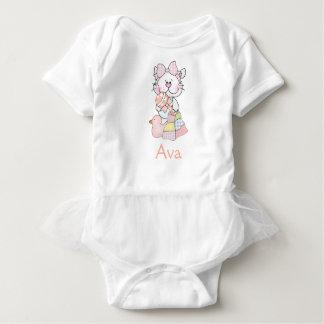Avas gåvor för personligbaby t shirts