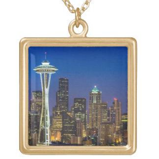 Avbilda av Seattle horisont i morgontimmar Guldpläterat Halsband