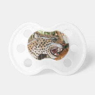 Avbildar det djura jaguarhuvudet för karusellen napp