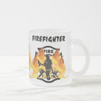 Avfyra avdelning flammar frostad glasmugg