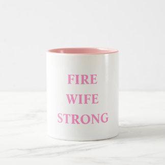 Avfyra den starka frun Två-Tonad mugg