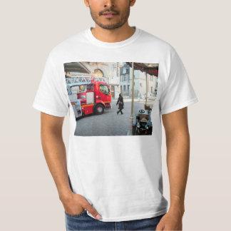Avfyra lastbilen med fördjupande stegar 1 tee shirt
