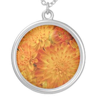 Avfyra orange Chrysanthemums Silverpläterat Halsband