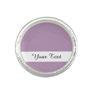 Avslutar den purpurfärgade kicken för lavendel ringar med foto