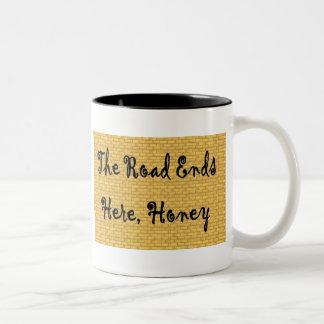 """""""Avslutar vägen här den honung"""" muggen Två-Tonad Mugg"""