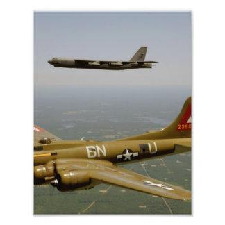 B17G- och B52H-bombplaner i flyg Foton