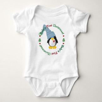 Baby för blåttvinterpingvin första jul tee shirts