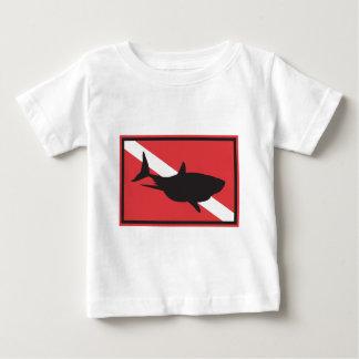 Baby för hajdykningflagga t shirts