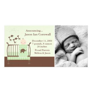 Baby i grön lathundfototillkännagivande för fotokort