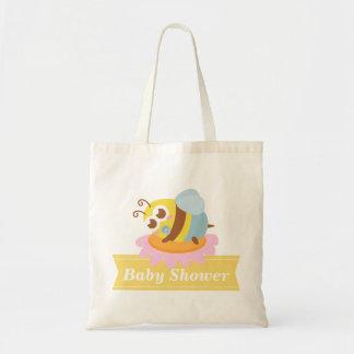 Baby shower: Gulligt bebisbi som vilar på blomma Kasse