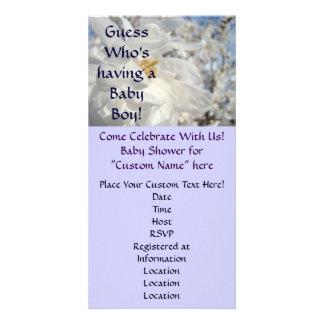 Baby showerinbjudangissning som har en pojke! anpassingsbara fotokort
