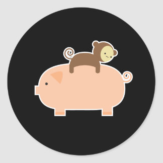 Babyaparidning på en gris runt klistermärke