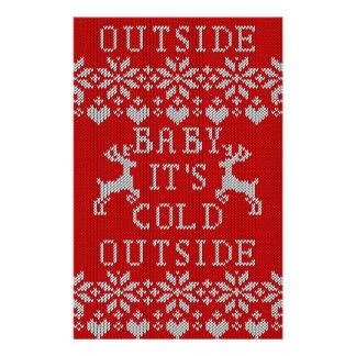 Babyen är det kallt utanför röd stil för ful tröja reklamblad 14 x 21,5 cm