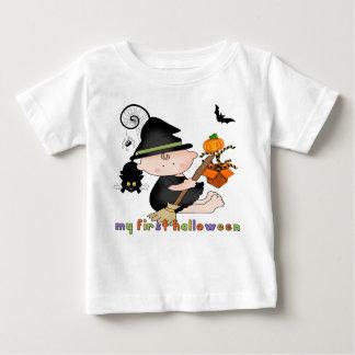 Babyhäxa min 1st Halloween spädbarnT-tröja Tröjor
