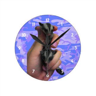Babysockerglidflygplan tar tid på rund klocka