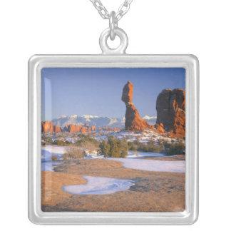 BÅGAR NATIONALPARK, UTAH. USA. Allsidig sten Silverpläterat Halsband