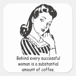 Bak varje lyckad kvinna… fyrkantigt klistermärke