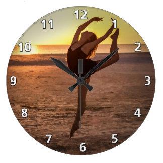 Balett på stranden stor klocka